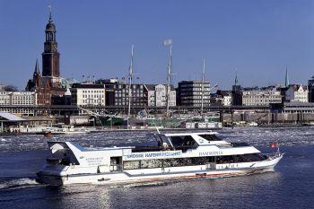 Ausflüge in Hamburg Hafenrundfahrt Bootfahren