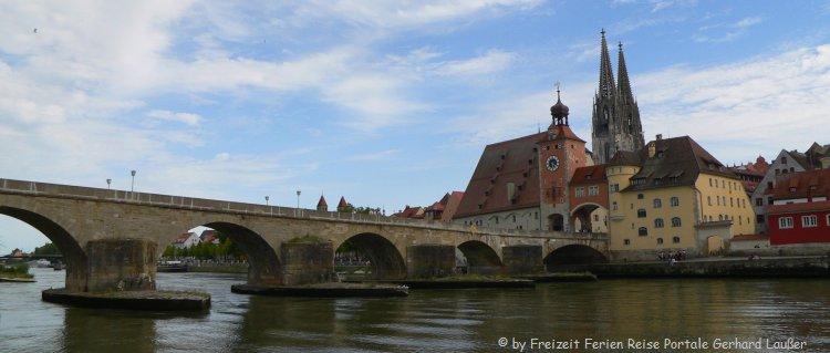Top 10 Sehenswürdigkeiten in Regensburg Altstadt Steinerne Brücke