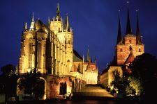 Erfurter Dom und Sverikirche im Bundesland Thüringen bei Nacht