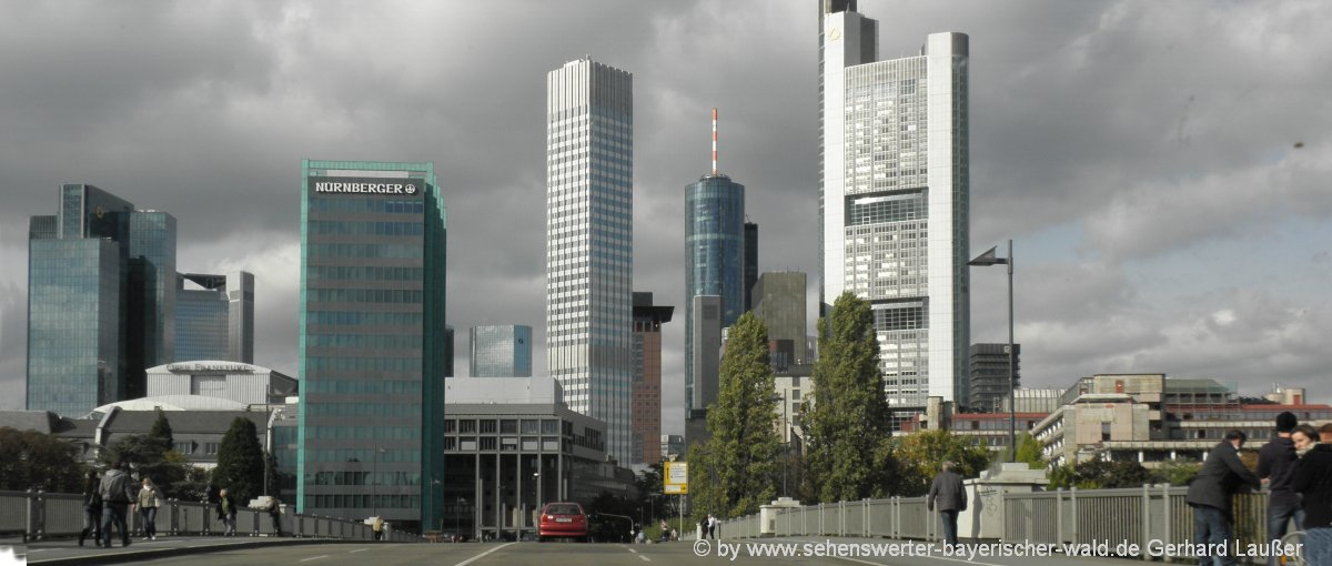 frankfurt-am-main-skyline-stadtansicht-bankentuerme-highlights-attraktionen